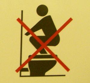 トイレで足を洗ってはいけません。
