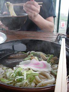 山菜うどんは、シイタケが美味し。