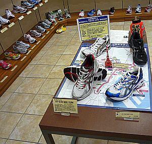 東京マラソンコーナーのディスプレイがオシャレ。