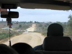 道路はあるが、ほとんど悪悪路。