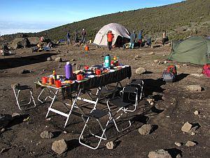 天気がいいから朝食はテントなし。