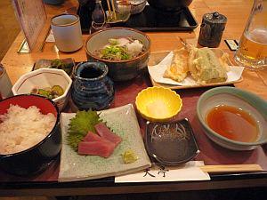 関空で日本食で乾杯〜。