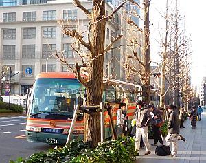 小湊鉄道バスなんで、珍しい配色。