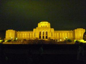 絵画館は夜がサマになる。
