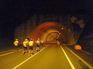 トンネルの明るさがありがたい。