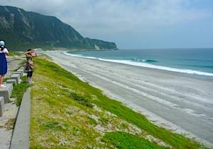 ずーーーっとビーチが続き、反対側にはサーファーもいる。