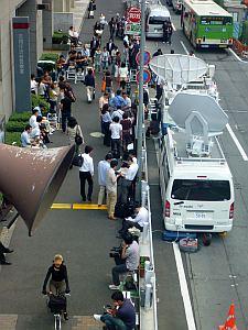 渋谷警察署の前、誰か出る寸前か?