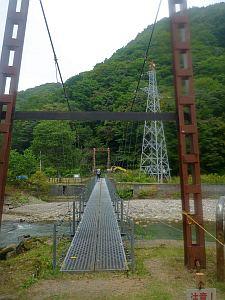 プルプル震える吊り橋。