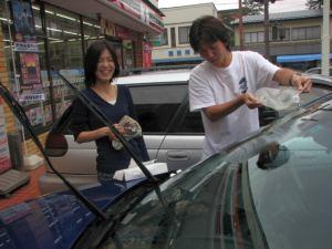 セブンイレブンで洗車をやることに(笑)