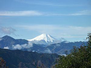 ビューティフルーな富士山。友人があの雪の中にいるらしい(笑)