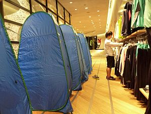 キャプスタのテント内で着替える。