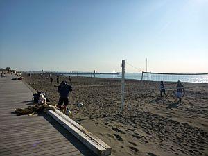 浅尾美紀というビーチバレーの選手?が練習中。