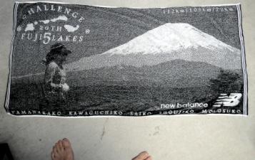 富士五湖の完走タオルは2値のイラスト、ハイパーカードを思い出した(笑)