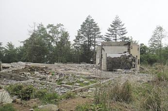 風呂だけ残してある廃墟。