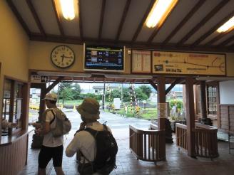 人がいない河口湖駅。