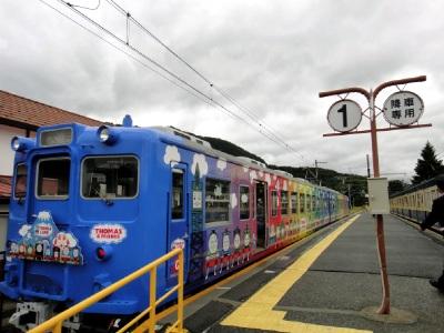 レインボーなトーマス電車。