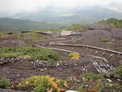 人口密度の低い登山道。