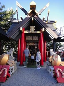 五合目の神社に初めて侵入。