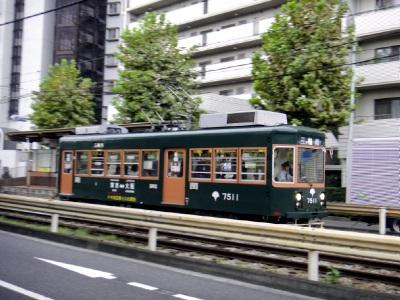 珍しい電車が走っとる。