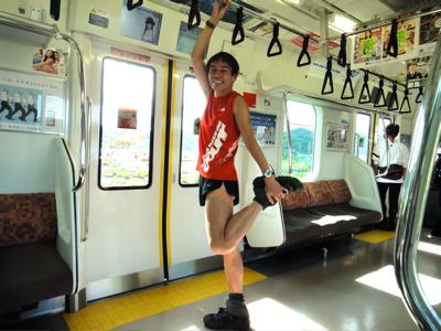 遅いから電車の中で着替えてストレッチー。
