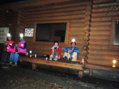 三頭山避難小屋、酒の匂いはしなかった(笑)
