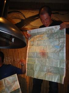 珍しい地図で説明中。