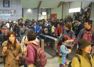 高尾山口駅は激混み。