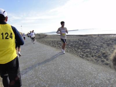 復路は江ノ島を目標に走る。