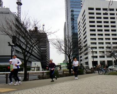 ランナーが走りまわる風景が途切れず面白い。