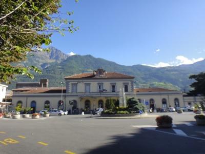 とても小さなアオスタ駅。