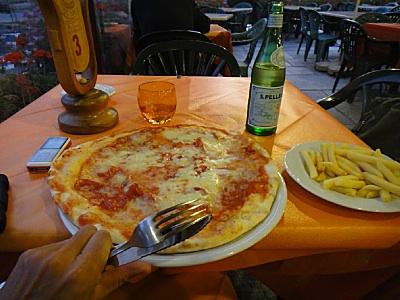 美味しくて安いピザの店に一年ぶり。