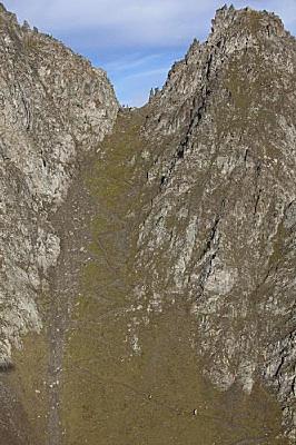 トルデジアンの下りの写真みっけ。右下のつぶがランナー。