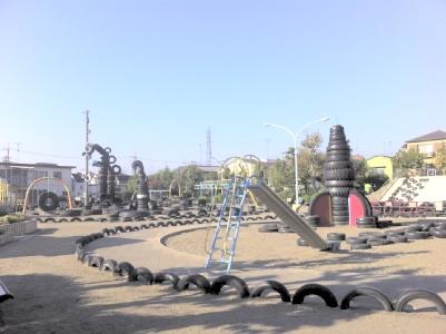 途中にあった不思議なタイヤ公園