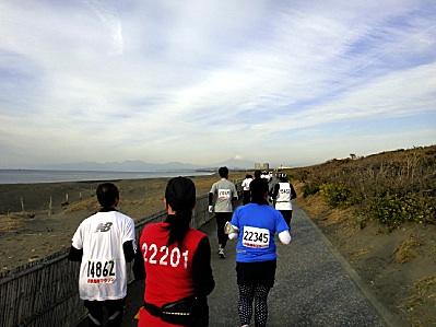富士山に向かって走る。