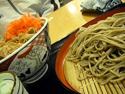 吉野家で、蕎麦のセットを注文。