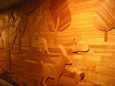 ワタシの好きな、木製動物壁画。