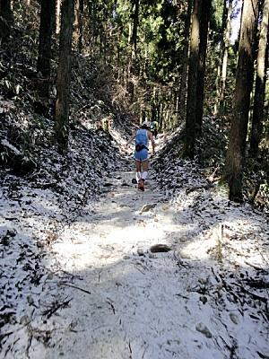 金剛山付近は雪化粧