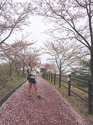 桜が散ったばかりでまばゆい