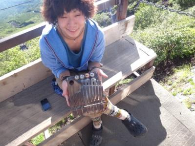 民族楽器を弾いていた山小屋のお兄さん。