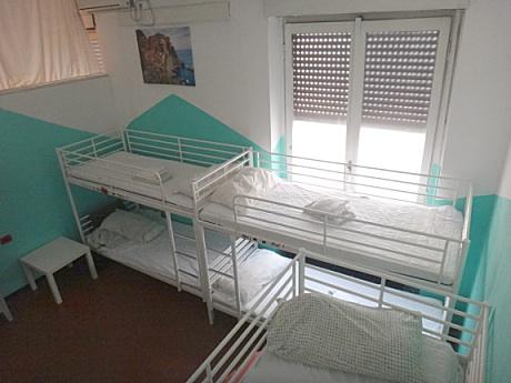 ユースホステルの8ベッドルーム