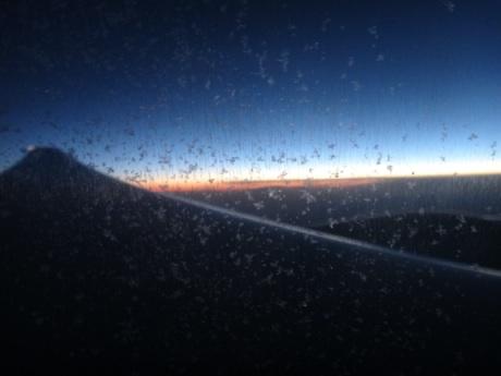 ロシアの上空で朝が来た