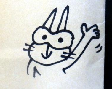うちに届いたバンダナの封筒に、なんと腕のついた!マスコットが登場。