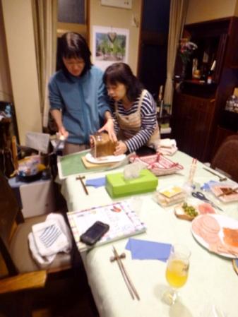 パンを綺麗に切るための専用道具も出てきた(笑)