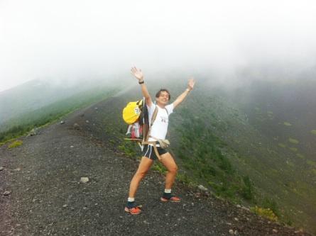 霧が深い宝永山