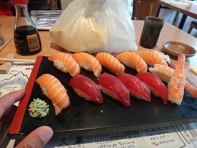 スタート前のゴハンはなぜか寿司
