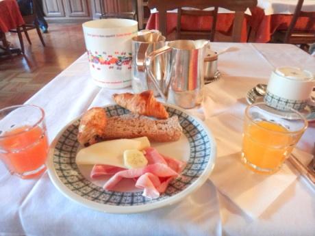 朝ゴハンはハムとチーズが主食