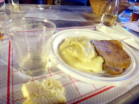 Codaの肉とポテトのプレート