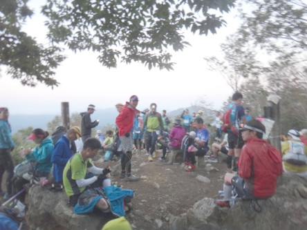 大岳山の朝は人がいっぱい