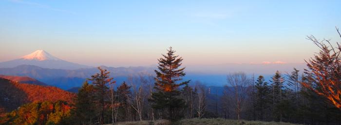朝の4時過ぎ、富士山と北アルプスを一望できる