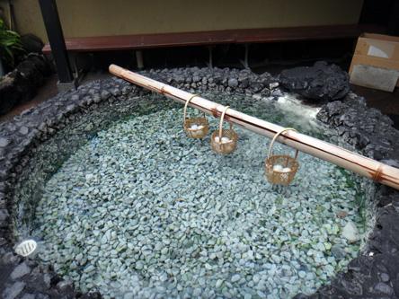 温泉卵製造中